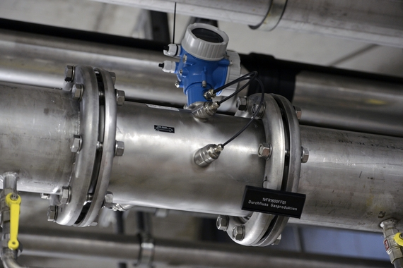 Ultrasonic flow device in a biogas pipe